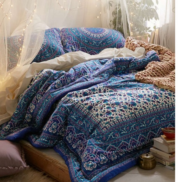 Urban Outfitters Other - Bed spread
